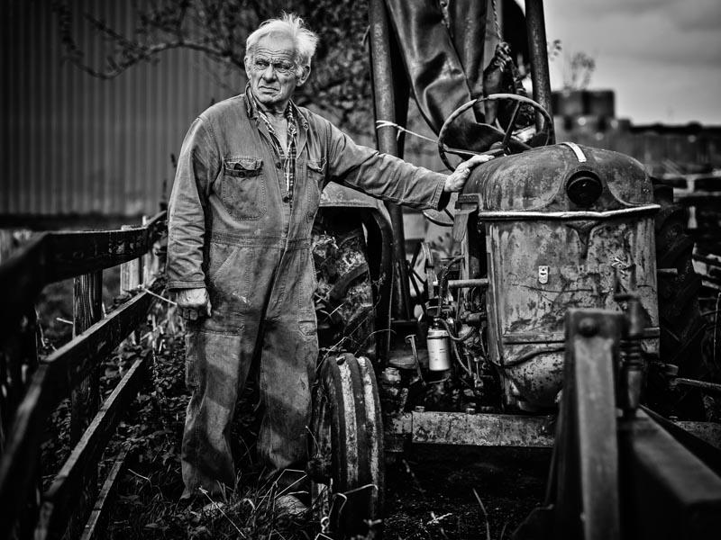 Rianne Noordegraaf portret westfries ome Jan met traktor
