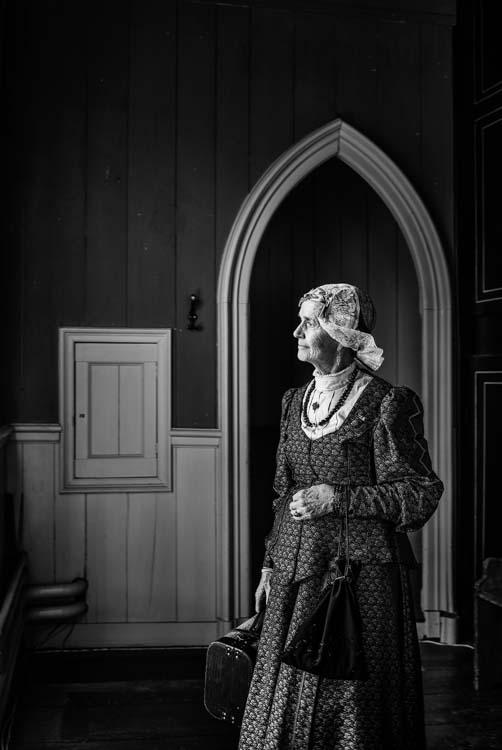 Rianne Noordegraaf portret Westfries kostuum zwart wit fotografie